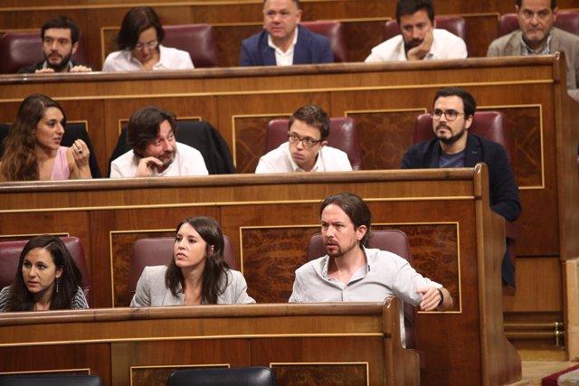 Irene Montero y Pablo Iglesias en el Congreso