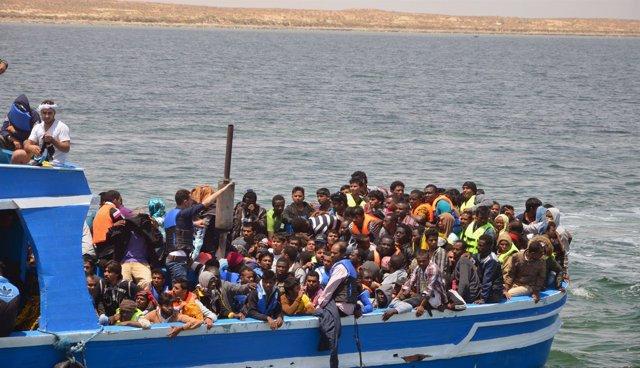 Inmigrantes rescatados por la Marina de Túnez