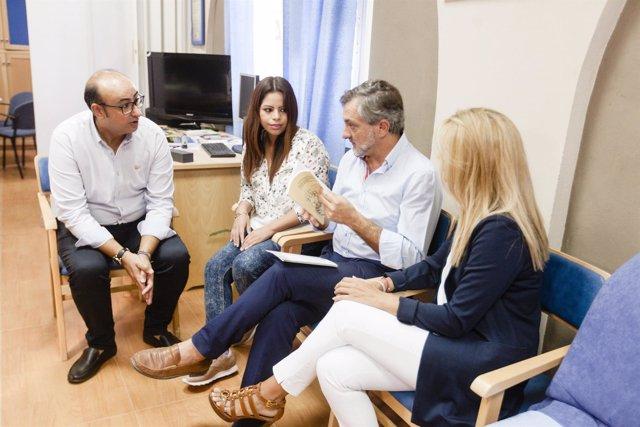 El diputado Ángel Escobar ha visitado la sede de la Asociación ALAL.
