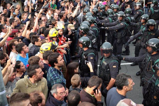 Tensión en Cataluña durante el 1-O