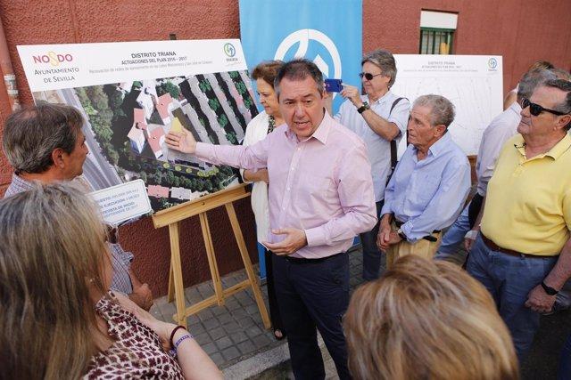Sevilla 07/06/2017 El Alcalde De Sevilla, Juan Espadas, Informa A Los Vecinos De