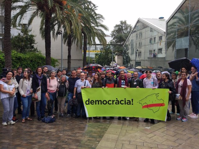 Comitiva de MÉS en Barcelona