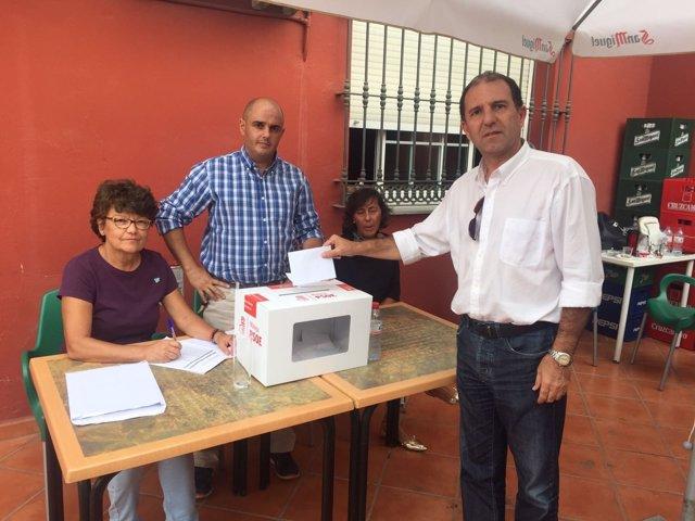 Rafael Fuentes en las primarias del PSOE de Málaga