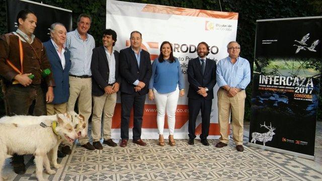 Carrillo, junto a colaboradores, en la presentación de Intercaza 2017