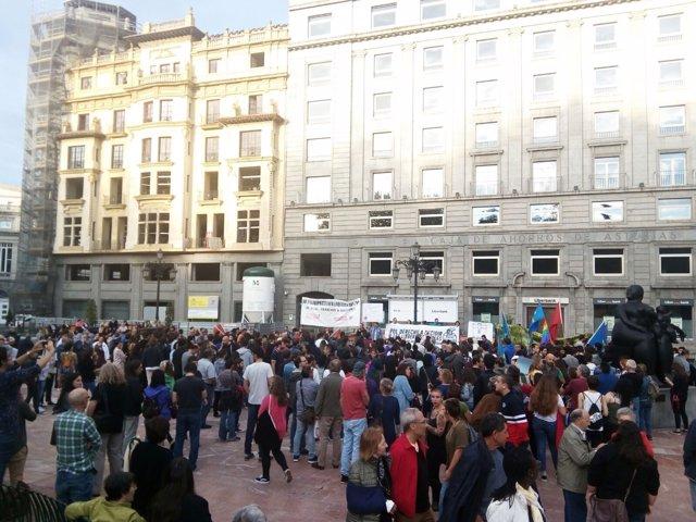 Concentración por las actuaciones policiales en Cataluña