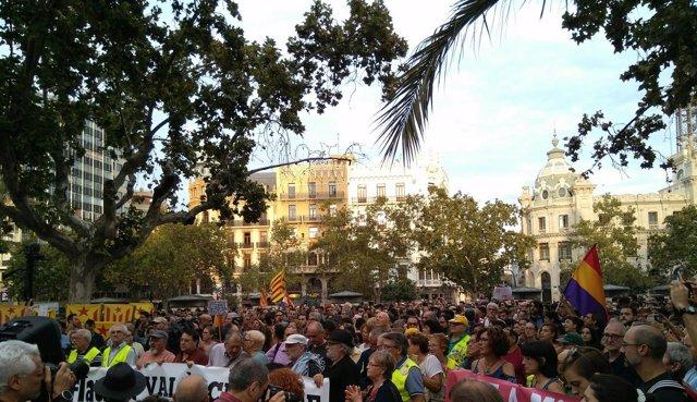 La marcha ha llenado la plaza del Ayuntamiento