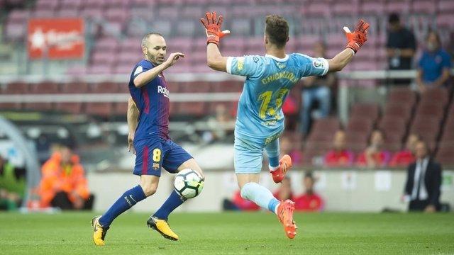 Andrés Iniesta, contra Las Palmas en el Camp Nou