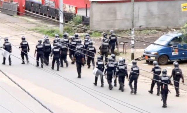 Policía camerunesa en la zona angloparlante de Camerún