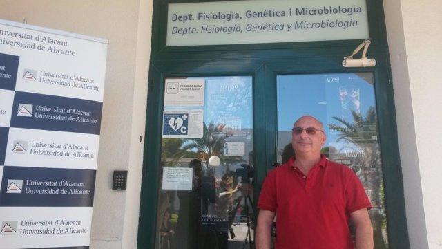 Francis Mojica, este miércoles ante su laboratorio