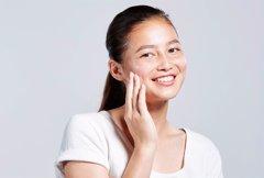 ¿Cómo afecta el acné en la autoestima de las mujeres que...