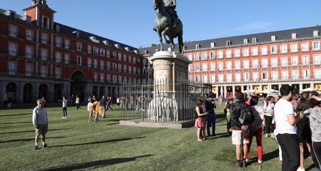 La Plaza Mayor con césped