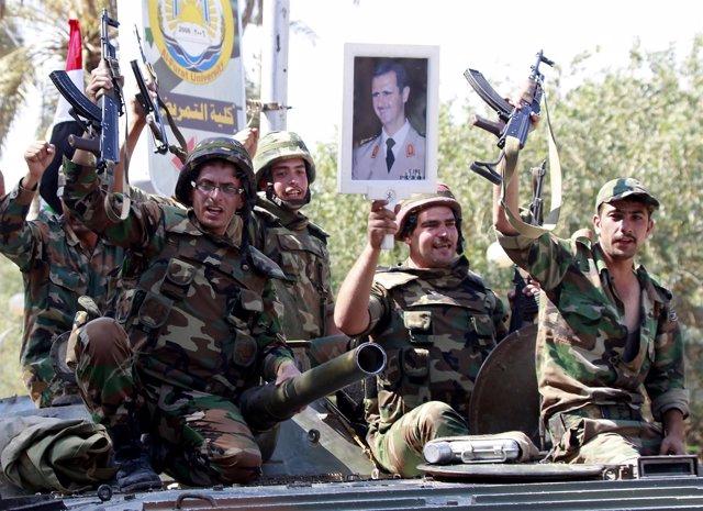 Militares leales al presidente Al Assad