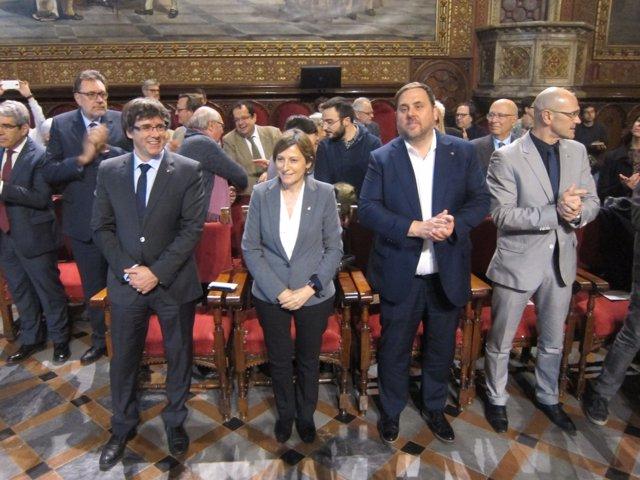 El pte.C.Puigdemont, la pta.C.Forcadell, el vpte.O.Junqueras y el conseller R.Ro
