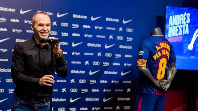 Iniesta tras su renovación con el Barça