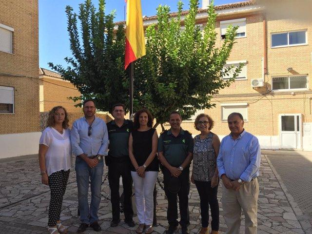 Los concejales del Grupo Popular de Alcalá de Guadaíra visitan a la Guardia Civi