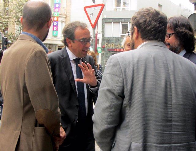 El conseller Rull en su visita a la antigua estación de FGC Sabadell Rambla