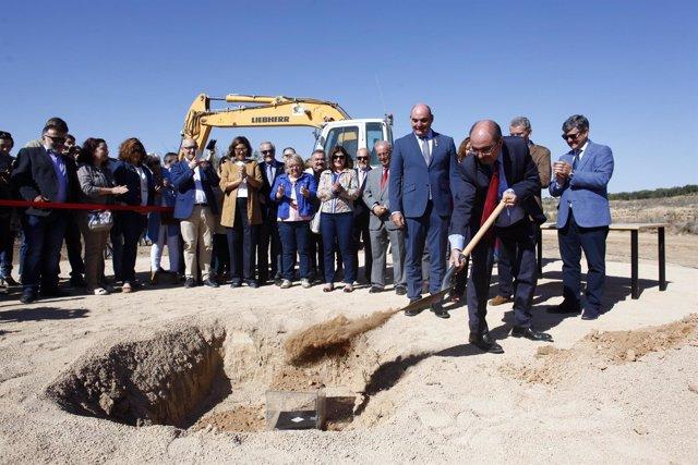 Lambán ha puesto la primera piedra del Hospital de Alcañiz.