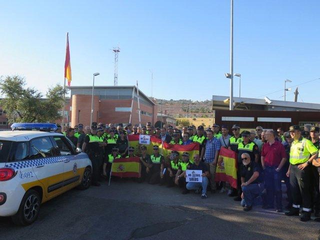 Policías locales se conentran en apoyo a la Guardia Civil y la Policía Nacional
