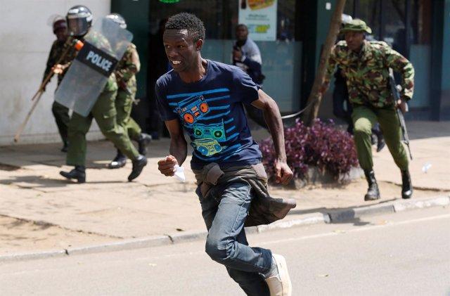 La Policía De Kenia Ha Utilizado Este Martes Gas Lacrimógeno Y Porras Para Disp
