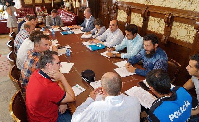 Reunión entre el equipo de Gobierno y representantes sidicales de la Policía