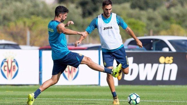 Víctor Ruiz en el entrenamiento con el Villarreal