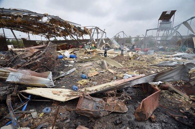 Restos de un bombardeo de la coalición saudí en Hudeida (Yemen)