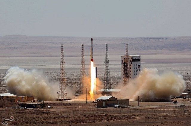Cohete iraní 'Simorgh'
