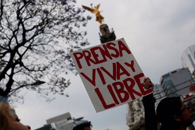 Manifestación de apoyo a los periodistas en México