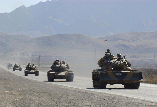 Tanques Del Ejército Turco Patrullan Por El Kurdistán