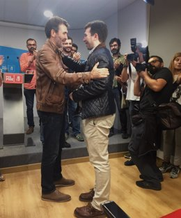 Juan D. Villoslada felicita a Gonzalo Caballero tras ganar las primarias PSdeG