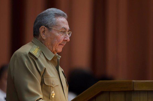 Raúl Castro dando un discurso