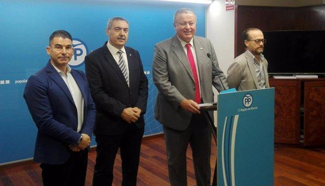 Bernabé, junto a representantes del PP en Santomera, Beniel y San Javier