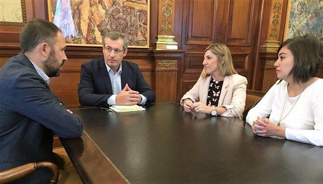 La presidenta de la Diputación de Cádiz en la Diputación foral de Guipúzcoa