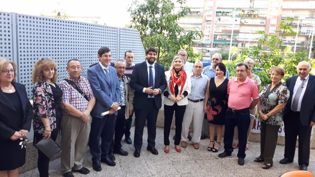 Fernando López MIras, en el centro, junto a los responsables de Feafes