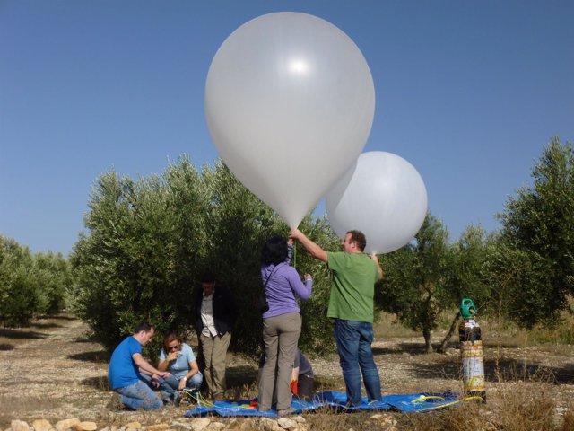 Científicos toman datos sobre el terreno de la Vega