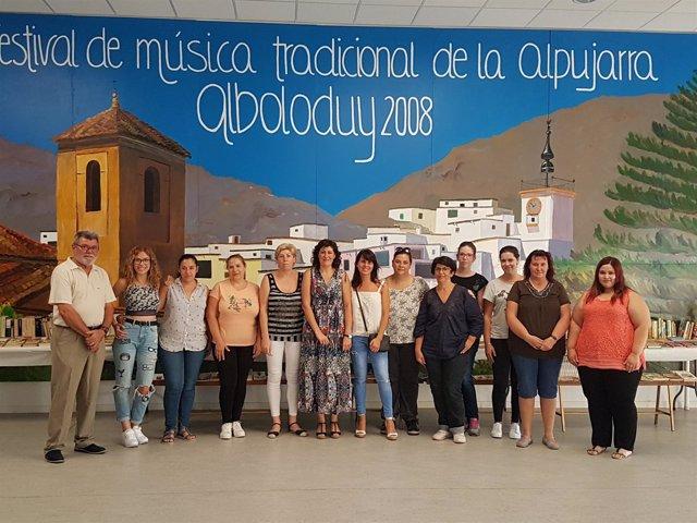 Las mujeres de Alboloduy participan en un curso sobre servicio de restauración.