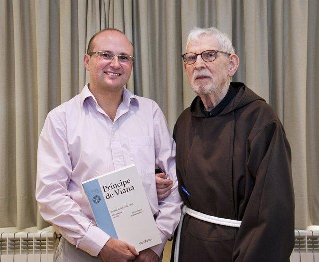 Roldán Jimeno, editor jefe de la revista junto con el Padre Tarsicio.