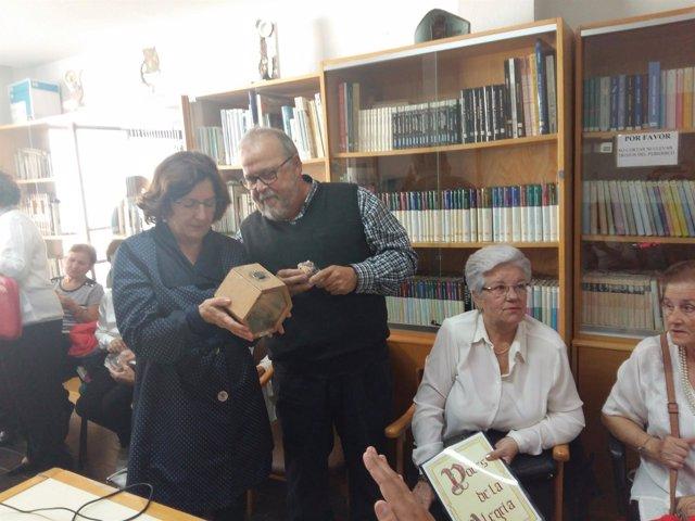 LAconsejera Victoria Broto en el Hogar de Mayores de Huesca