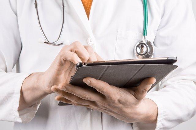Ciberatacs hackers hospitals IoT