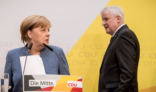 La canciller Angela Merkel y el líder de la CSU, Horst Seehofer