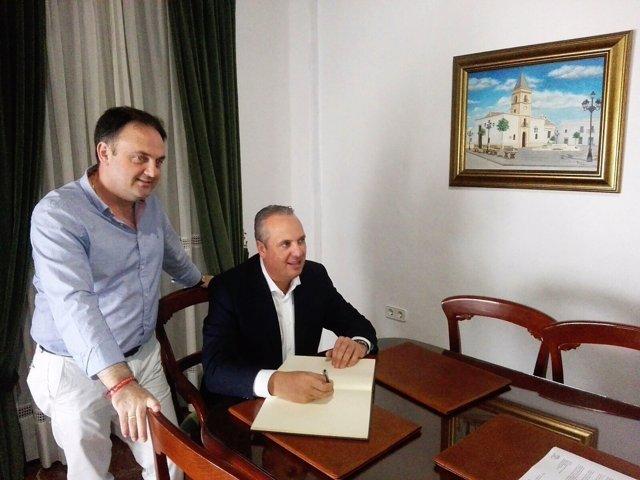 Ruiz Boix con el alcalde de Paterna