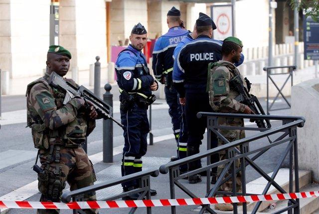Policía y militares en Marsella