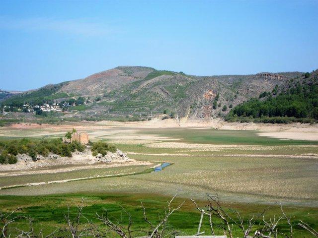Embalse de la cuenca del Ebro.