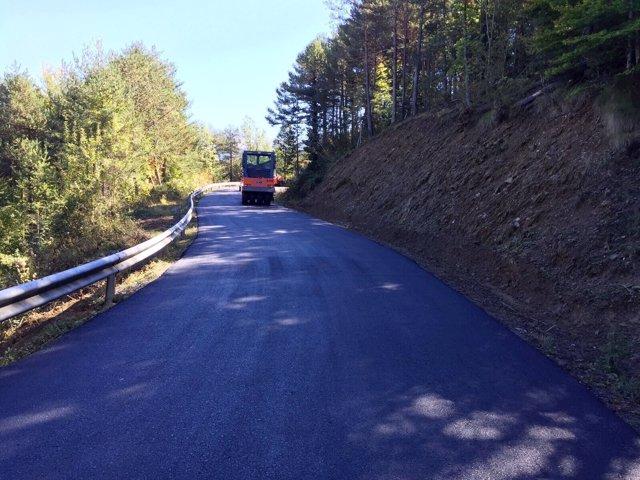 Obras en la carretera que une los municipios de Senz y Viu