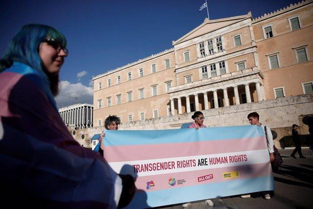 Manifestación por los derechos de los transgénero en Atenas