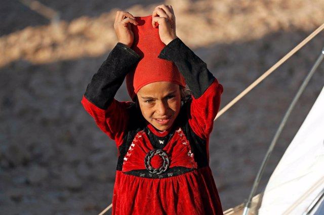 Un niña siria en un campamento de desplazados