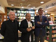 Arturo San Agustín presenta una novel·la sobre un papa, un robot creient i l'instint religiós (EUROPA PRESS)