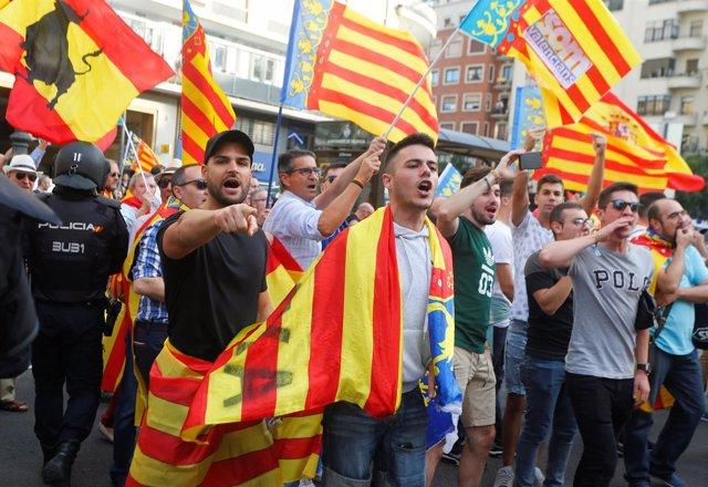 Manifestación de ultras en el día de Valencia