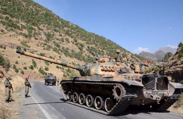 Carro de combate turco en el sureste del país