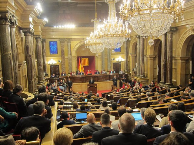 O pleno do Parlament durante a declaración do pte.C.Puigdemont